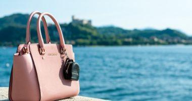 海外旅行ハンドバッグ